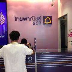 Photo taken at ธนาคารไทยพาณิชย์ (SCB) by Sora I. on 5/1/2012