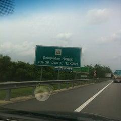 Photo taken at Melaka-Johor Border by Liew TC on 6/1/2012