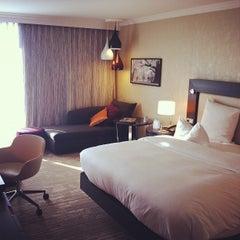 Photo taken at Hilton Munich Park by Mayumi I. on 8/15/2012