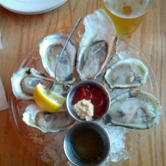 Photo taken at Hank's Oyster Bar by David C. on 9/12/2012