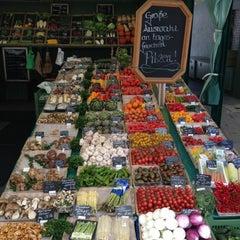 Photo taken at Viktualienmarkt by Ron J. on 8/13/2012