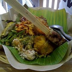 Photo taken at Bongkot Nasi Campur Khas Bali by Rahmah B. on 4/22/2012