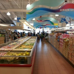 Photo taken at Foody Mart Supermarket 豐泰超級市場 by Patrick Y. on 7/14/2012