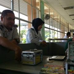 Photo taken at Sultan Abu Bakar CIQ Complex by Jejari M. on 7/27/2012