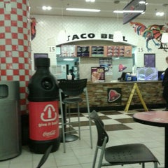 Photo taken at Taco Bell by David R. on 2/14/2012