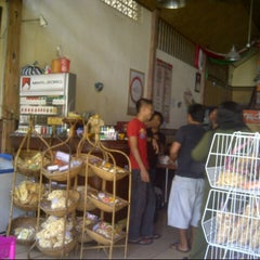 Photo taken at Babi Guling Candra by William P. on 8/1/2012