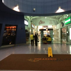Photo taken at Mall Multicentro by Gerardo V. on 6/6/2012