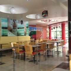 Photo taken at KFC by Che Guevara© on 6/27/2012