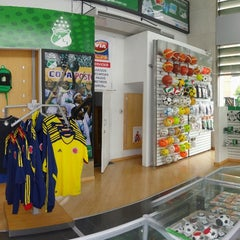 Photo taken at Verde & Blanco - Su Tienda Deportiva by Igor Dario A. on 6/15/2012