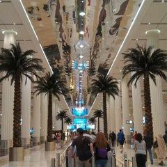 Photo taken at Terminal 3 المبنى by Helem T. on 7/26/2012