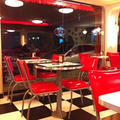 Photo taken at Jack's Burger & Grill by Luiz C. on 3/3/2012