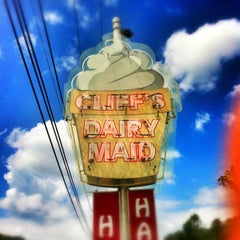 Photo taken at Cliff's Homemade Ice Cream by Chris K. on 7/22/2012