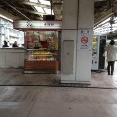 Photo taken at JR 横浜駅 3-4番線ホーム by Takashige S. on 6/5/2012