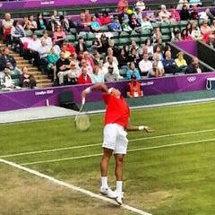 Das Foto wurde bei The All England Lawn Tennis Club von Anton N. am 7/31/2012 aufgenommen