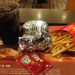 Photo taken at 맥도날드 (McDonald's) by Chris P. on 2/24/2012
