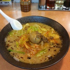 Photo taken at ラーメン新世 本店 by Takumi O. on 3/23/2012