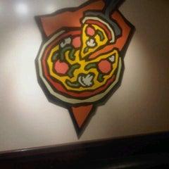 Photo taken at Lou Malnati's Pizzeria by Dennis L. on 5/31/2012