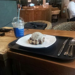 Photo taken at Caffé bene by Taewoo K. on 9/4/2012