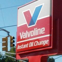 Photo taken at Valvoline Instant Oil Change by Marvin J. on 9/10/2012