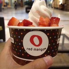 Photo taken at Red Mango by Gladys on 8/12/2012