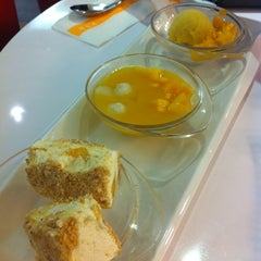 Photo taken at 許留山 Hui Lau Shan Healthy Dessert by Sally t 嶨. on 6/21/2012