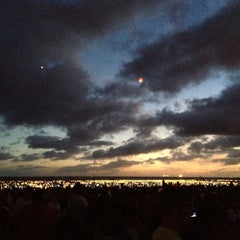 Photo taken at Memorial Day Lantern Floating Ceremony @ Ala Moana Beach Park by Ryan B. on 5/29/2012