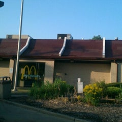 Photo taken at McDonald's by Deon O. on 7/6/2012