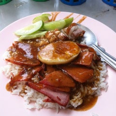 Photo taken at ข้าวหมูแดง ปฐมเลิศรส by Witch Peach on 5/22/2012