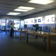 Photo taken at Apple Store, The Falls by Jacq R. on 3/13/2012