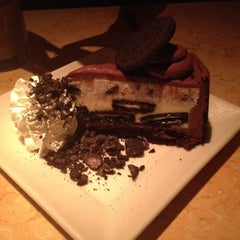 Photo taken at The Cheesecake Factory by Linds 👙💪 on 8/28/2012