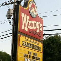 Photo taken at Wendy's by Beverly B. on 5/28/2012