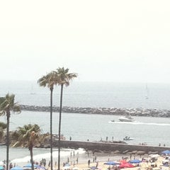 Photo taken at Corona del Mar State Beach by Shari B. on 6/17/2012