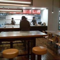 Photo taken at Chipotle Mexican Grill by Q8mykonos on 8/11/2012