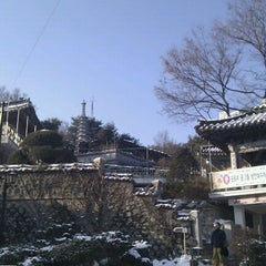 Photo taken at 보문사 (普門寺) by wizardee c. on 2/4/2012