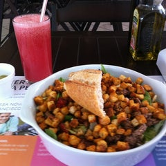 Photo taken at Mangho Burguer Salad by Silvia D. on 9/12/2012