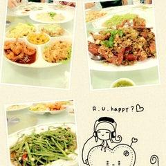 Photo taken at ครัวเจ๊ง้อ (Je Ngor's Kitchen) by Netto on 7/22/2012