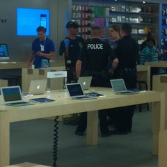 Photo taken at Apple Store, Anchorage 5th Avenue Mall by Matt B. on 6/22/2012