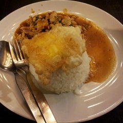 Photo taken at ร้านอาหารเยาวราช by manop p. on 5/16/2012