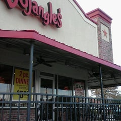 Photo taken at Bojangles' Famous Chicken 'n Biscuits by Lynnette F. on 2/6/2012
