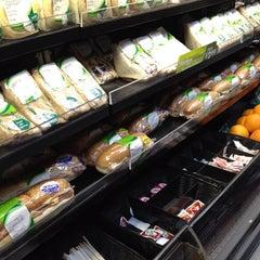 Photo taken at 7-Eleven by Yankinu on 6/3/2012