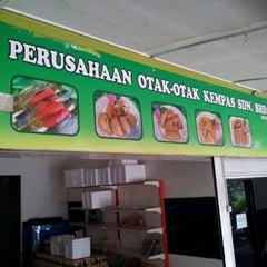 Photo taken at Perusahaan Otak-otak Kempas Sdn Bhd by MSBB on 2/29/2012