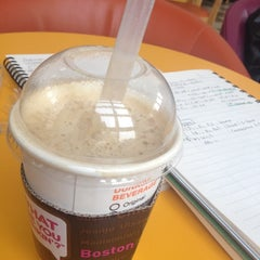 Photo taken at DUNKIN' DONUTS by 인혜 박. on 4/18/2012