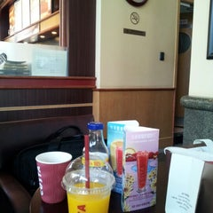 Photo taken at Costa Coffee by 김 연. on 7/16/2012