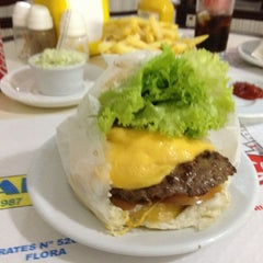 Photo taken at Carlito Hamburguer by Alda N. on 4/1/2012