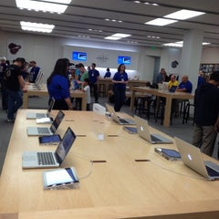 Photo taken at Apple Store, Mall of America by Bart H. on 5/5/2012