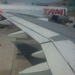 Foto tirada no(a) Check-in TAM por Pedro em 4/16/2012