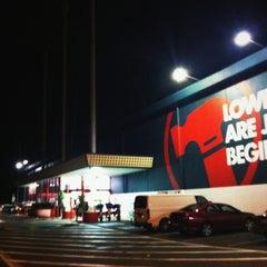 Photo taken at Bunnings Warehouse by Julian C. on 4/20/2012