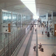 Photo taken at Toronto Pearson International Airport (YYZ) by JulienF on 2/12/2012