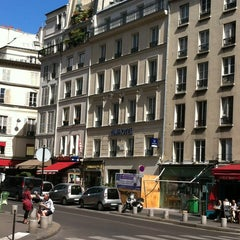 Photo taken at Timhotel Le Louvre by Geraldo V. on 8/25/2012