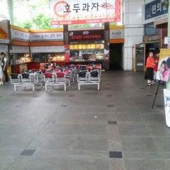 Photo taken at 천안삼거리휴게소 by Daehoon K. on 5/24/2012